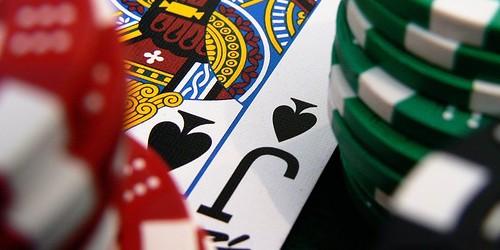 Tutti sappiamo che il blackjack è uno dei giochi più redditizi con cui divertirsi online. Il margine della casa è infatti estremamente ridotto ed una buona strategia di blackjack permette […]