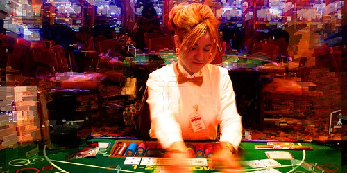 Di solito si sente parlare di giocatori che cercano di imbrogliare al tavolo del blackjack per vincere qualche mano in più, ma in questo caso il furfante stava dall'altra parte […]